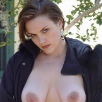 Cool amateur brunette hottie Chardonnay poses outside, in the cold Wintertime.  Gorgeous!